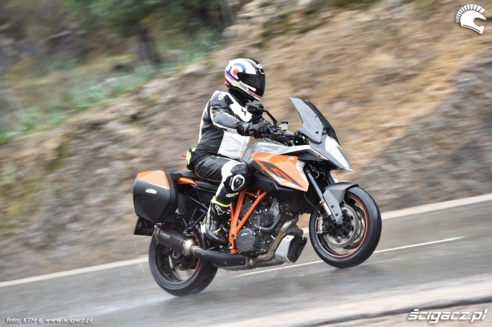 KTM Super Duke 1290 GT jazda
