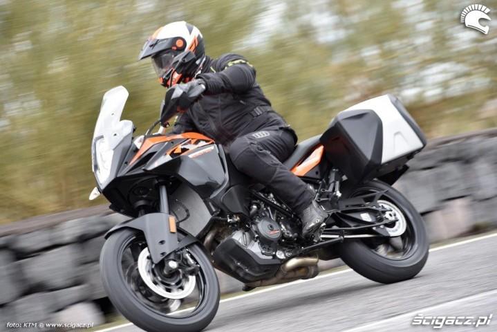 KTM 1090 Adventure zakrety