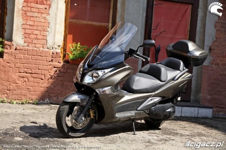 Honda SWT600 zaparkowana