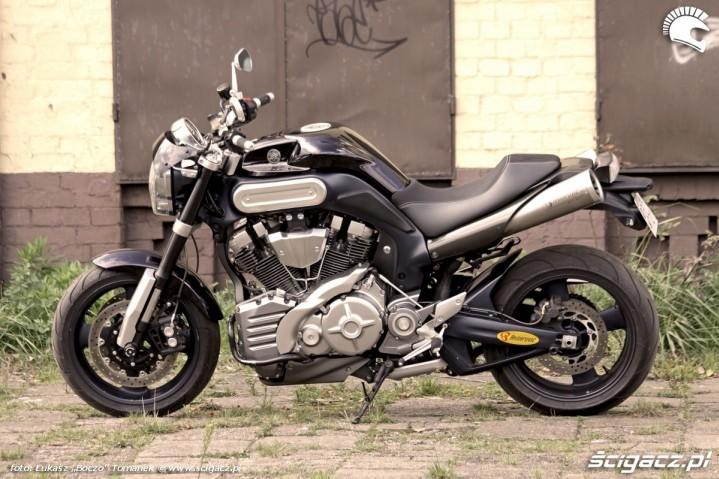 lewy bok Yamaha MT01