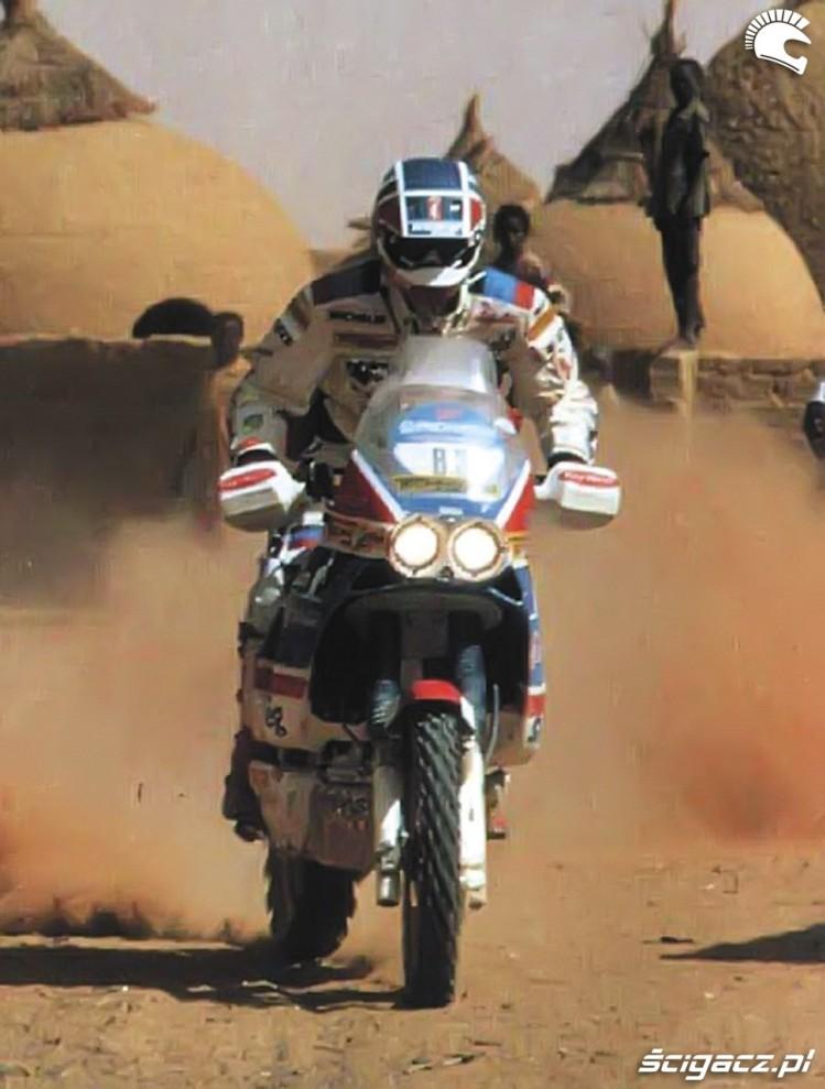 17 Edi Orioli w Dakarze 1988 na Hondzie