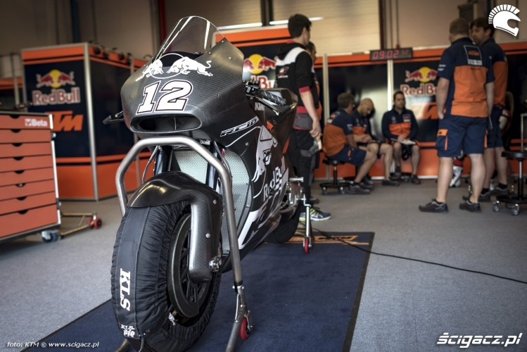 Motocykl KTM RC16 Box Misano 2016