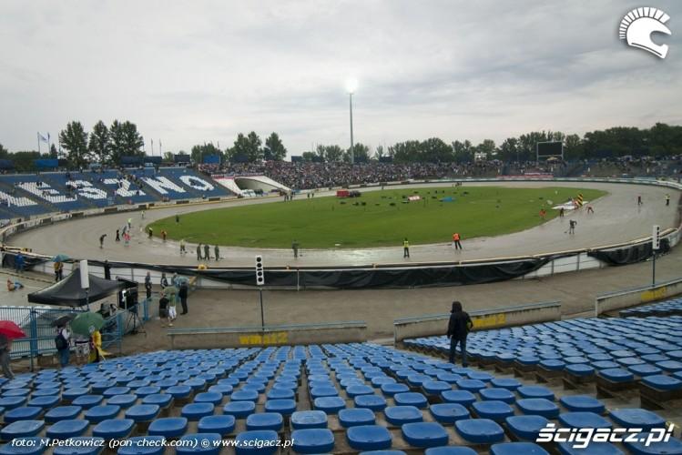http://foto.scigacz.pl/cache/imgs/_w750/gallery/sport/zuzel/Druzynowe_MS_na_Zuzlu_Leszno_2009/stadion_mokry_tor.jpg