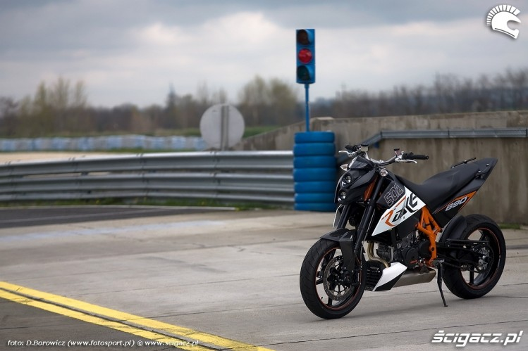 ktm duke r. ktm duke 690 test a mg 0024