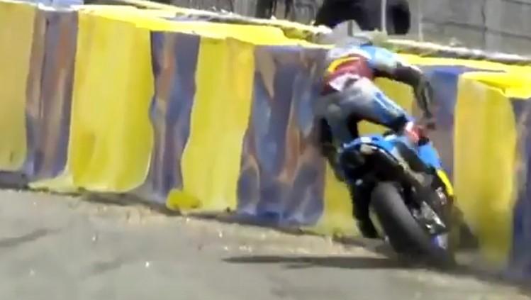 https://foto.scigacz.pl/cache/imgs/_w750/gallery/wiadomosci/2017/05/20/Jack_Miller_i_dramatyczny_wypadek_MotoGP_w_GP_Francji__2017_na_Le_Mans/jack_miller_crash_uderza_w_bandy_gp_francji_2017_le_mans.jpg