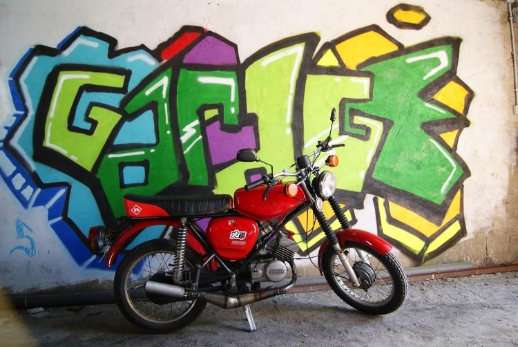 Na tle graffiti brata -_-