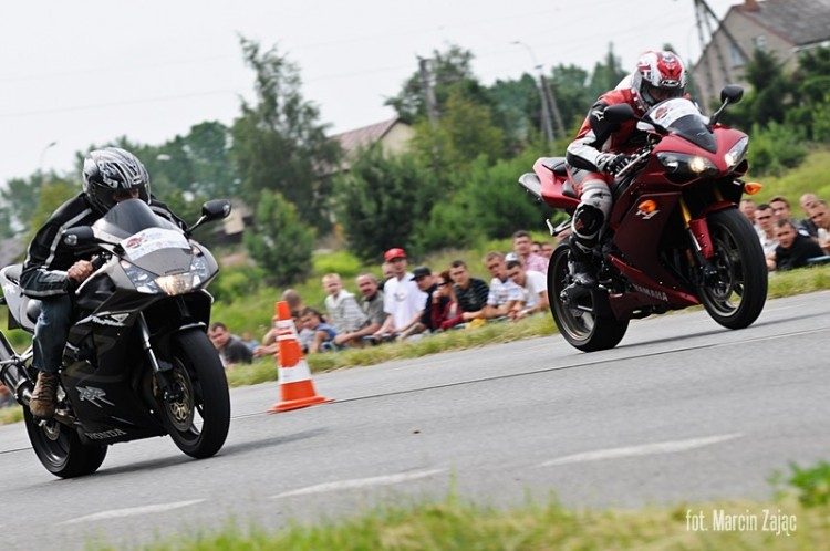 Yamaha R1 vs Honda CBR...