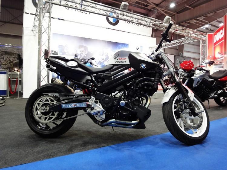 BMW - motocykl stunt...