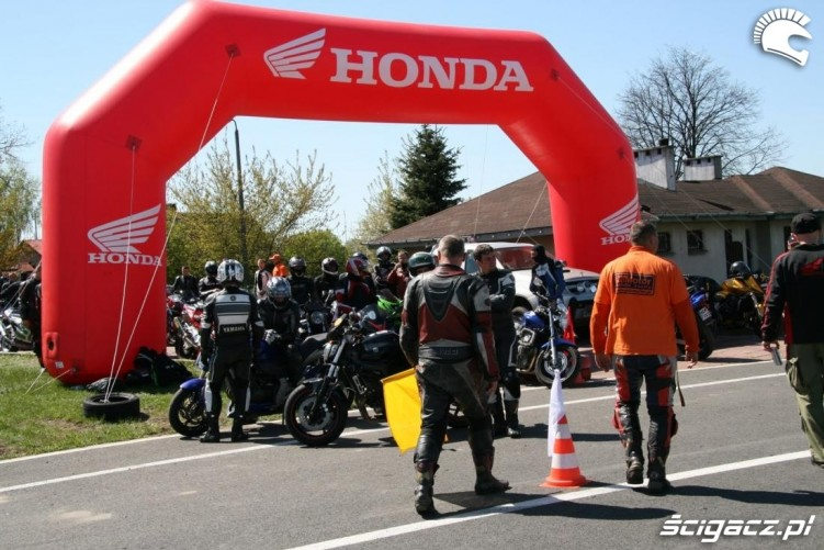 przed wyjazdem na tor Honda