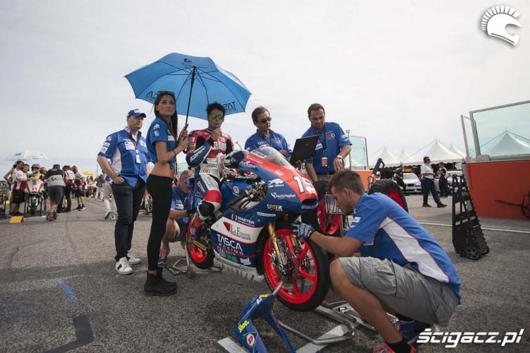 Dziewczyny na starcie San Marino GP