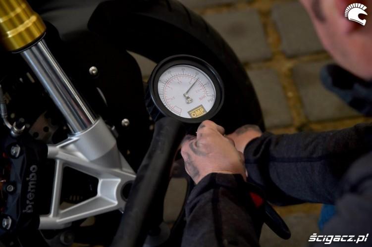 KOntrola cisnienia California Superbike School Poznan