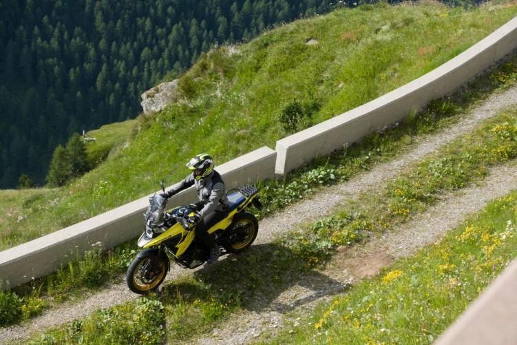 2020 Suzuki V Strom 1050 offroad bariera gory