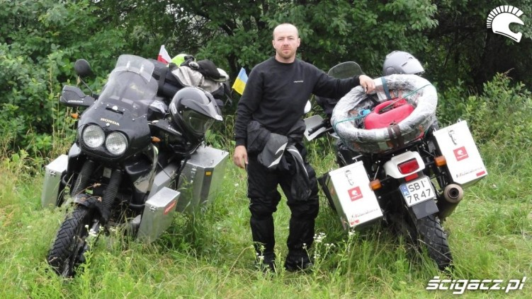 Africa Twin motocyklem do Magadanu