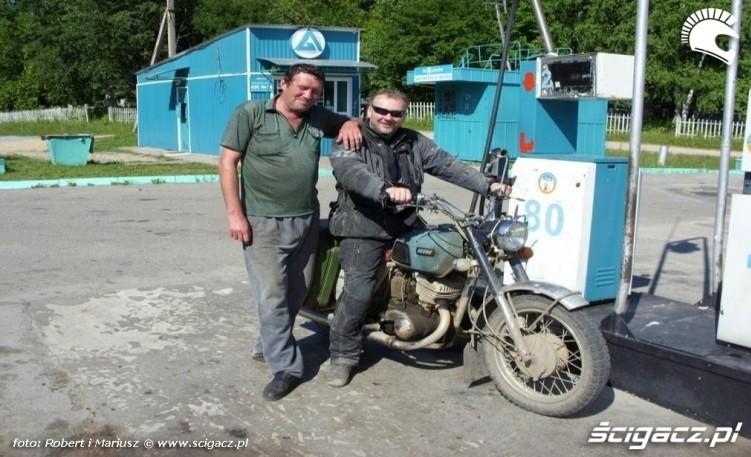 stacja benz wyprawa motocyklem do Magadanu