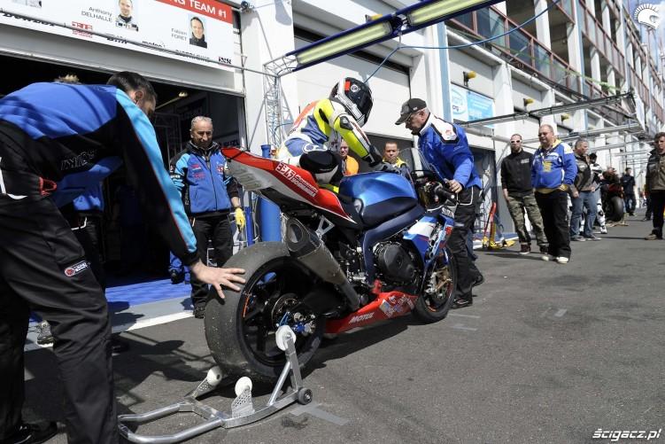 GSXR1000 w pit lane