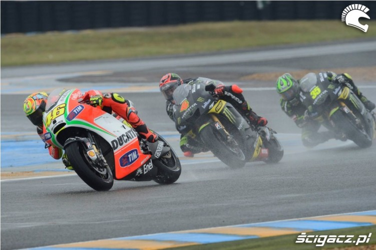 Rossi prowadzi