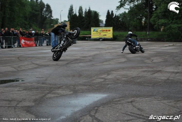 stunt na mokrym