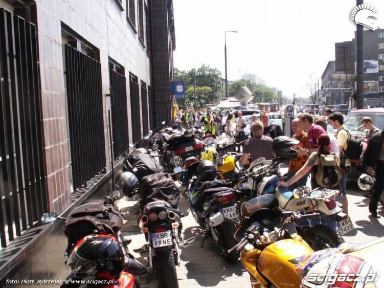 moto zaparkowane pod ministerstwem protest przeciwko oplatom na autostradach