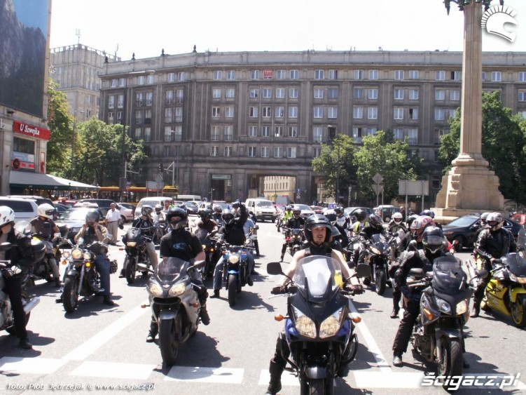 parada na swiatlach protest przeciwko oplatom na autostradach