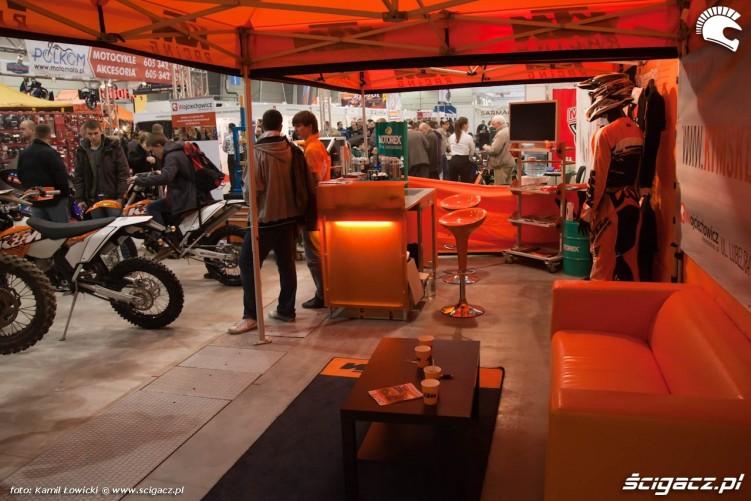 pomaranczowe stoisko KTM Targi Motocyklowe Warszawa 2011 - III OWMiS