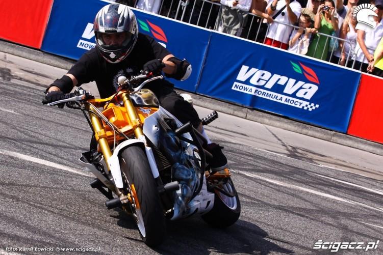 Show Wheeliholics Verva Street Racing