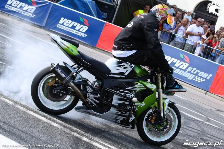 Verva Street Racing Warszawa Palenie Gumy