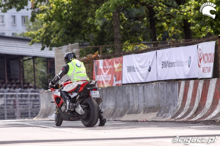 trener bmw superbike school