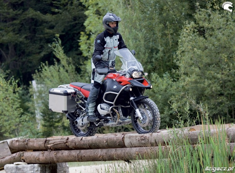 BMW R1200GS standing party
