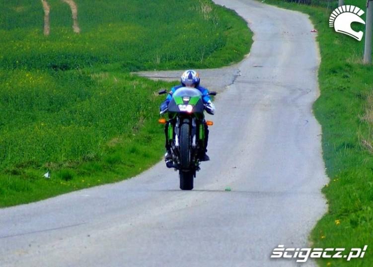 Yamaha FZR1000 wheelie