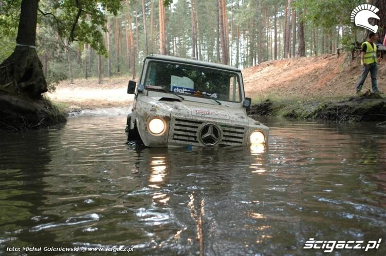 Mercedes w wodzie