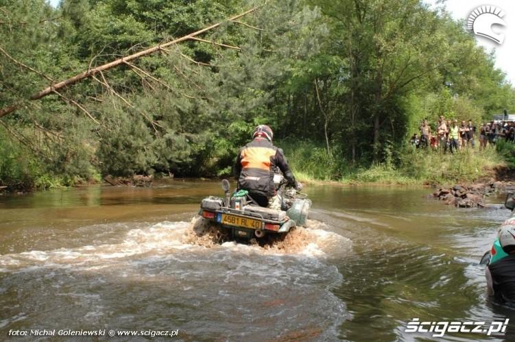przejazd przez rzeke quad