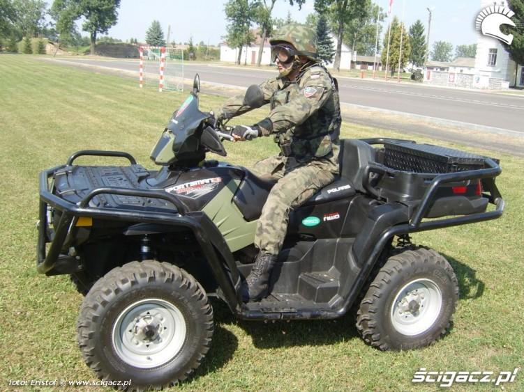 Quady w wojsku bok