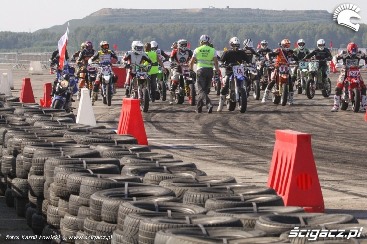 Start Supermoto Intercars Motor Show