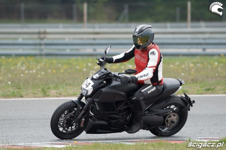Diavel California Superbike School