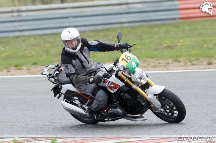 Golas na torze California Superbike School