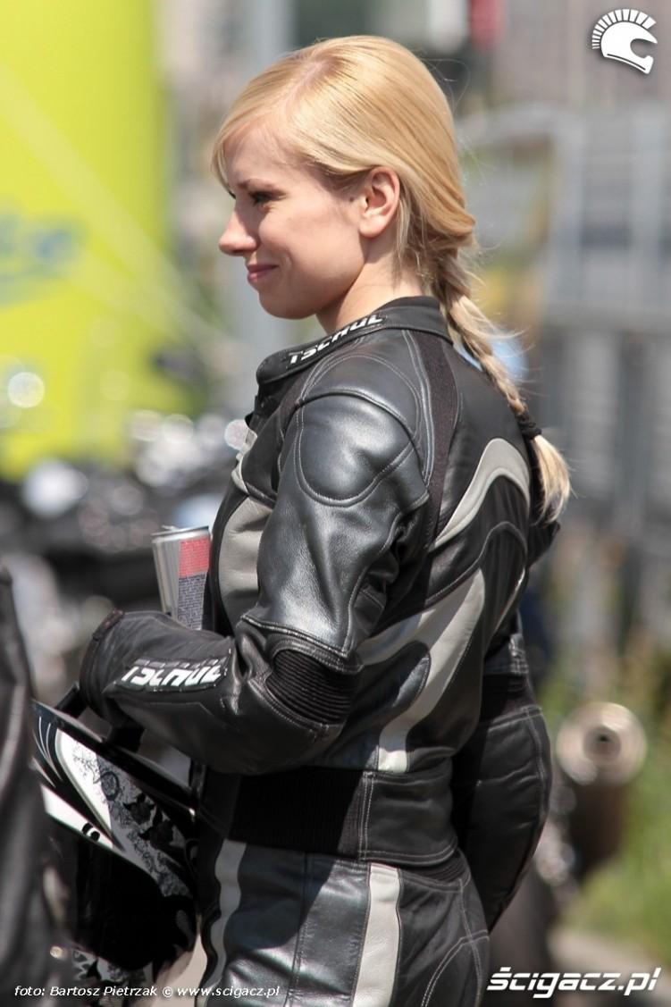 motocyklistka na BP