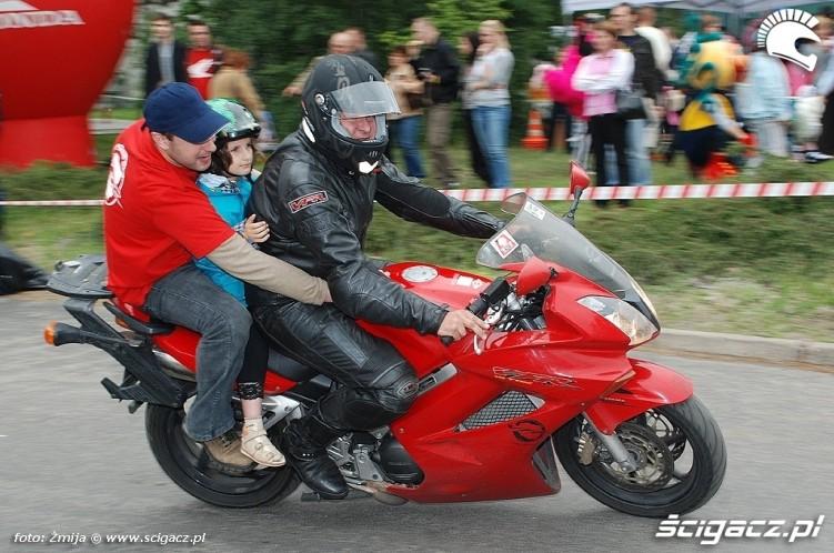Jazda z dzieckiem Honda VFR