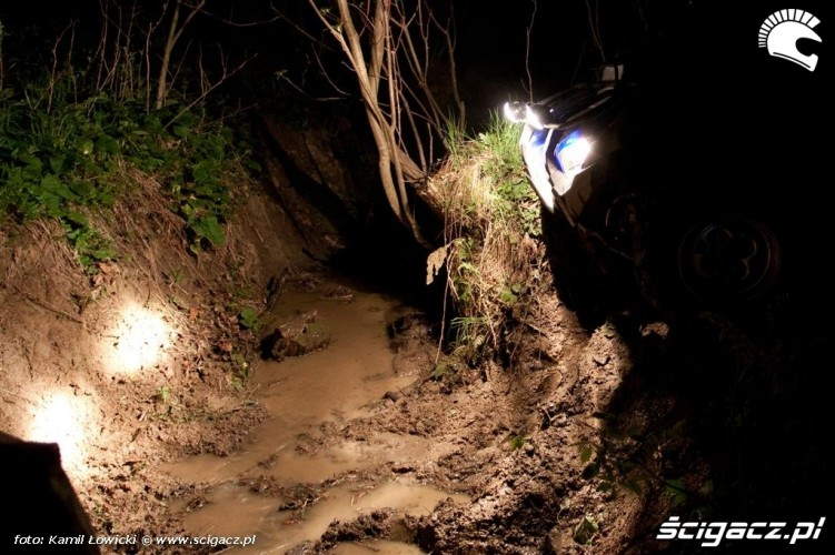 Noc na quadzie Yamaha Offroad Experience Ring Road bloto noca