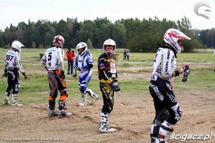 Cross Country Puchar Polski Romanowka 2009 zawodnicy przed startem