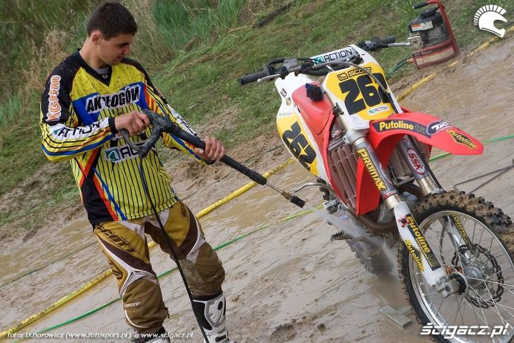 lukasz lonka myje motocykl olsztyn 2010