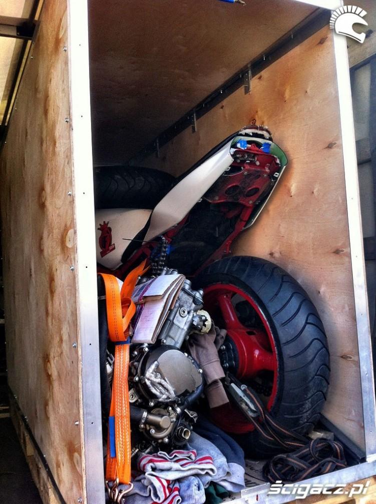 Przewoz motocykla w skrzyni