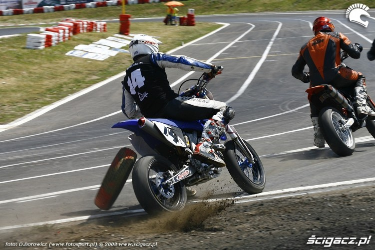 chochol opona  radom supermoto motocykle lipiec 2008 a mg 0076