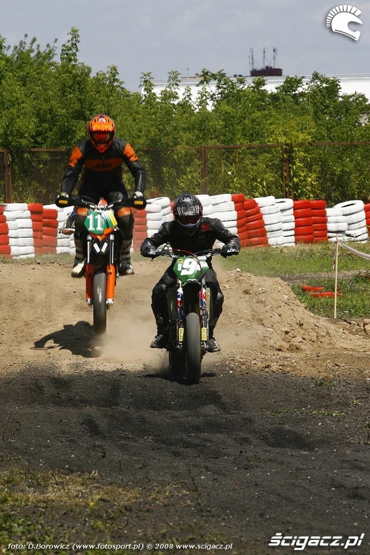 mochocki dochodzi osobke radom supermoto motocykle lipiec 2008 a mg 0056