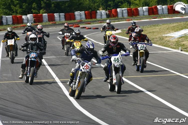 na starcie radom supermoto motocykle lipiec 2008 c mg 0074