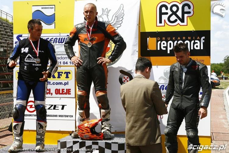 podium pierwszy wyscig radom supermoto motocykle lipiec 2008 a mg 0137