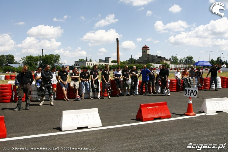 prezentacja zawodnikow radom supermoto motocykle lipiec 2008 a mg 0014