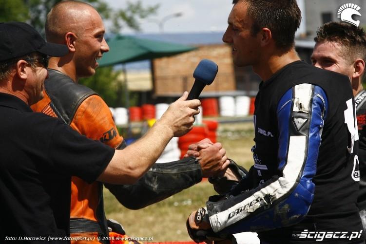 wywiad po wyscigu radom supermoto motocykle lipiec 2008 a mg 0131