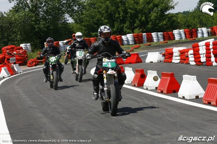zjazd z toru radom supermoto motocykle lipiec 2008 a mg 0117