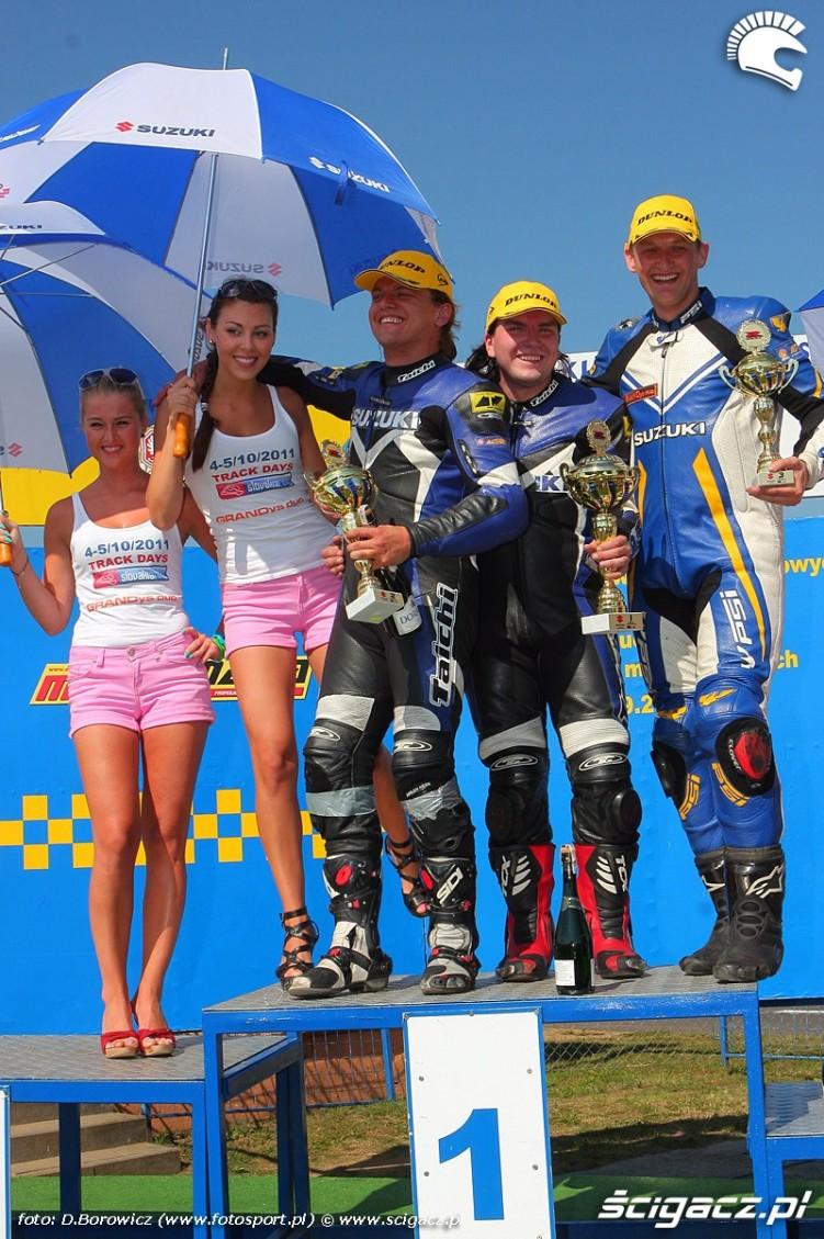 podium suzuki gsxr cup wmmp vi runda niedziela poznan 2011 d mg 0320