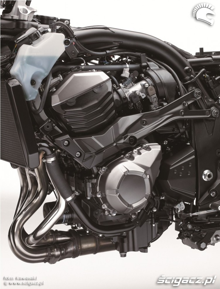 Kawasaki Z800 2013 silnik z lewej